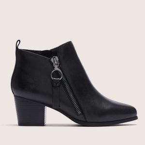 """NWT Wide """"Paige"""" Boots"""